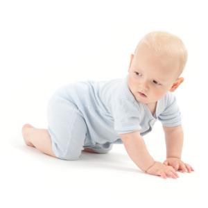 Wasseradern selber finden ist für Kleinkinder kein Problem, denn sie krabbeln schnell weg, wenn man sie auf eine Wasserader legt
