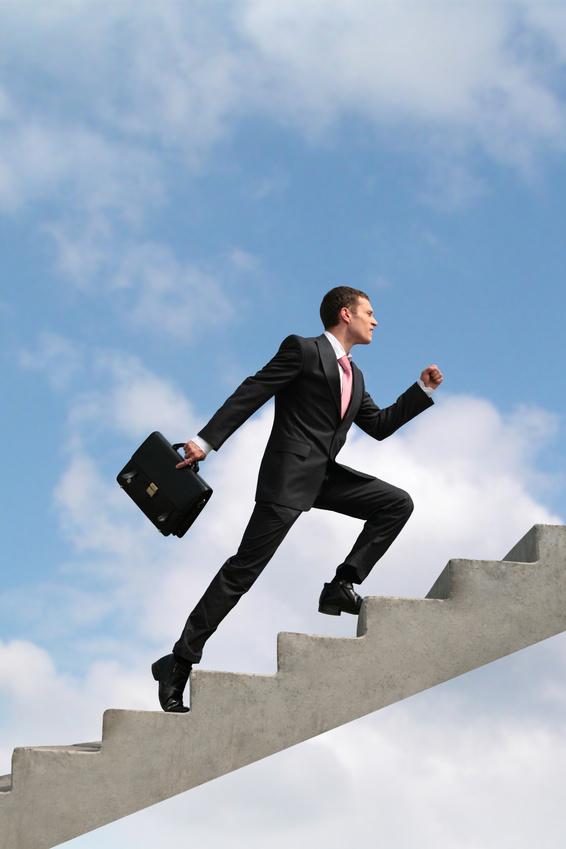 Die erste Phase des Burnout beginnt mit dem unermüdlichen Streben nach Erfolg.