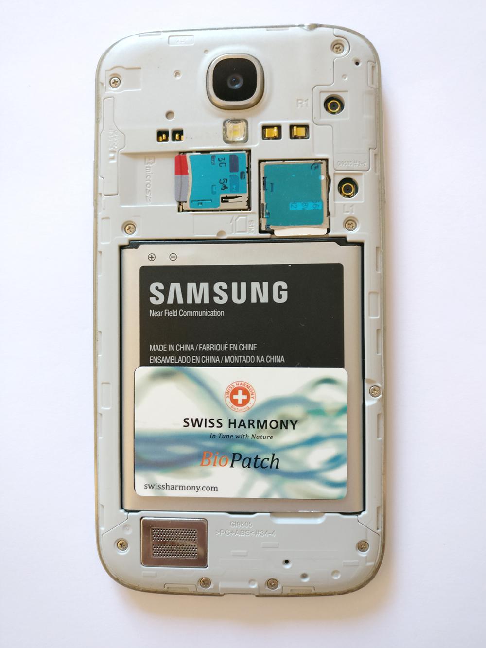 Der BioPatch im geöffneten Smartphone