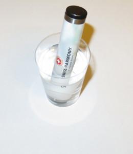 Wasserprobe mit dem Mini-WasserTuner von Swiss Harmony